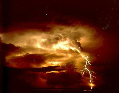 400px-lightning8_-_noaa.jpg